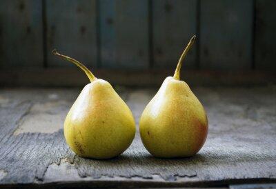Bild Zwei gelbe Birne Zwillinge auf Holzboden, Stillleben