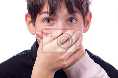 Zwei Hände für Mund überrascht Teenager