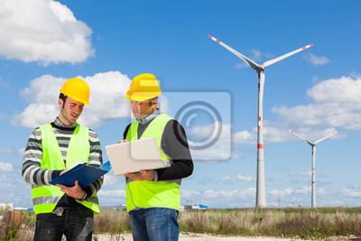 Bild Zwei Ingenieure in einem Wind Turbine Power Station