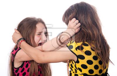 Zwei Mädchen im Teenageralter zog jede andere Haar