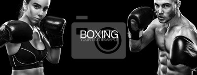 Bild Zwei Sportsmans Boxer auf schwarzem Hintergrund. Text kopieren Sport-Konzept.