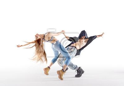 Zwei talentierte Tänzer üben gemeinsam