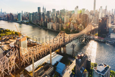 Fototapete Aerial view of the Ed Koch Queensboro Bridge over the East River in New York City