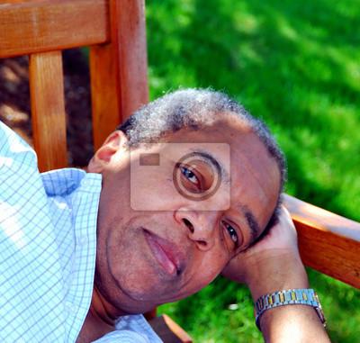 Fototapete African American männlichen Senior Ausdrücke im Freien.