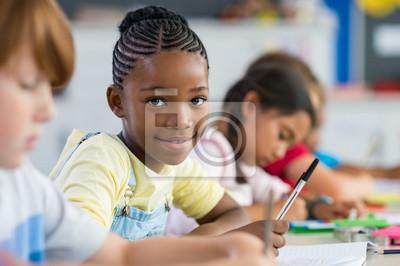 Fototapete Afrikanisches Mädchen in der Grundschule