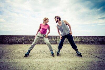 Fototapete Aktive junge Leute Freunde rollerskating.