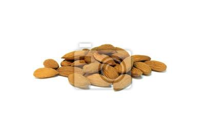 Almond Nüsse auf weißem Hintergrund