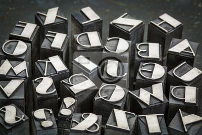 Alphabet in Metall-Typ