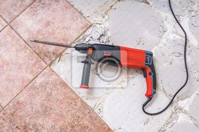 Fußboden Fliesen Entfernen ~ Alte fliesen entfernen jackhammer bohrender abbruchhammer