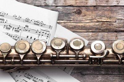 Fototapete Alte Flöte mit Noten auf rostigen Holzbrettern