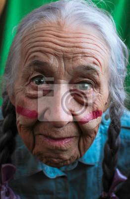 Mit langen haaren ältere frau Ältere Frauen