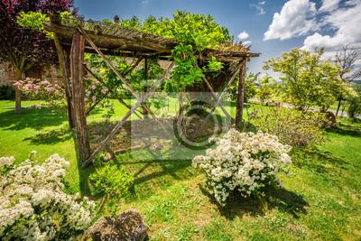 Fototapete: Alte holz-pergola auf einem bauernhof in der toskana