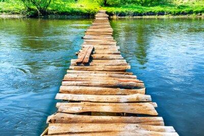 Fototapete Alte hölzerne Brücke durch den Fluss