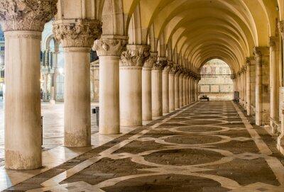 Fototapete Alte Spalten in Venedig. Bögen in der Piazza San Marco, Venedig