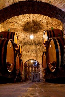 Fototapete Alte traditionelle dunkle Weinkeller mit großen Holzfässern