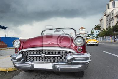 Fototapete Altes Auto Auf Der Straße Von Havanna Kuba Am Regnerischen Tag