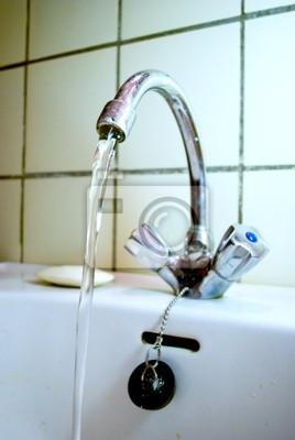 Altes badezimmer wasserhahn fototapete • fototapeten Wasserhahn ...