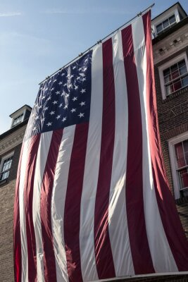 Amerikanische Flagge am Rathaus in der alten Stadt Alexandria Virginia