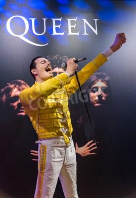 Fototapete AMSTERDAM, NIEDERLANDE - 25. APRIL: 2017: Freddie Quecksilber Wachsstatue im Madame Tussauds Museum am 25. April 2017 in Amsterdam Niederlande.