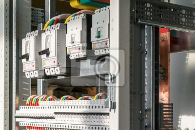 Anschließen von kabeln mit kabelschuhen an leistungsschalter ...