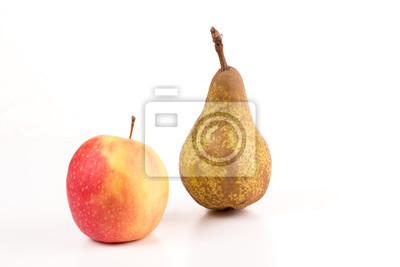 Fototapete Apfel und Birne vor weißem Hintergrund