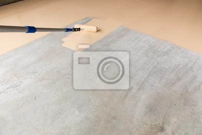 Fußboden In Garage ~ Arbeiter anstrich fußboden der garage mit rolle fototapete
