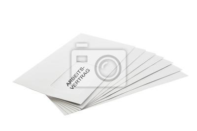 Arbeitsvertrag auf einen Stapel von Umschlägen auf Weiß isoliert