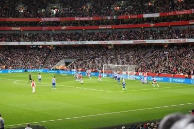 Fototapete Arsenal winning 1-0 against Queen Park rangers
