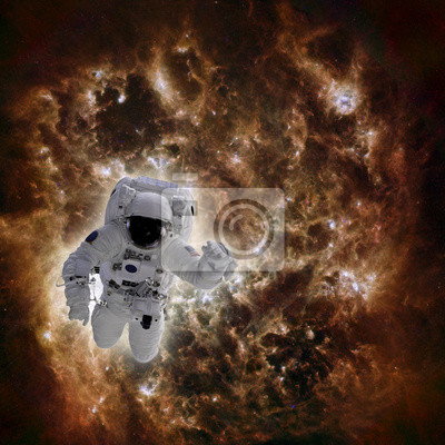 Astronaut im Raum mit Galaxie im Hintergrund