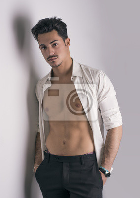 the latest 43935 dc0c2 Fototapete: Attraktive junge mann mit weißem hemd auf nackten oberkörper