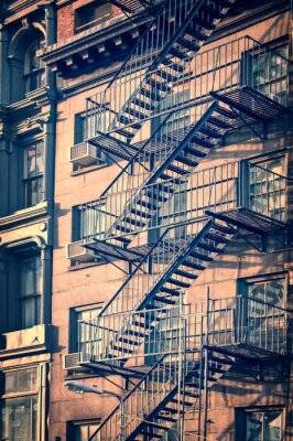 Fototapete Außerhalb Metallfeuertreppen, New York City, Weinlese-Prozess