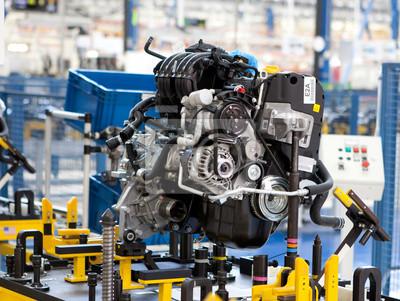 Auto-motor auf der werkseigenen produktionskontrolle linie montiert ...