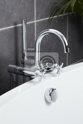 Badewanne wasserhahn in der zeitgenössischen badezimmer fototapete ...