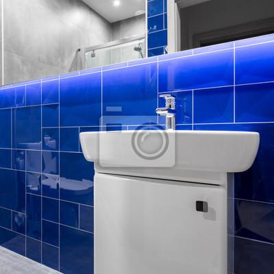 Badezimmer mit blauen glänzenden fliesen fototapete • fototapeten ...