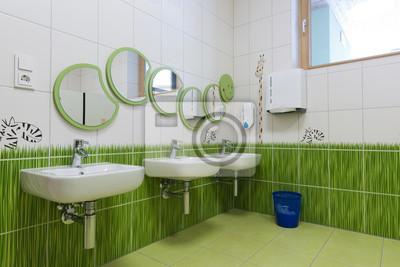 Badezimmer Mit Spiegel Als Raupe Im Kindergarten Angeordnet