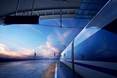 Fototapete Bahn-Haltestelle am Bahnhof mit Sonnenuntergang