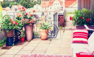 Balkon oder terrasse patio design mit bequemen rattan möbel und ...