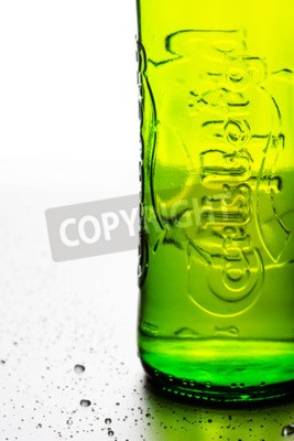 Fototapete BANGKOK, THAILAND - 14. November 2014, weltweit verteiltes blasses Lagerbier der Carlsberg Group, einer 1847 gegründeten dänischen Brauerei mit Sitz in Kopenhagen, Dänemark