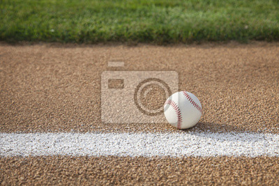 Baseball auf Basis Pfad mit Gras Infield