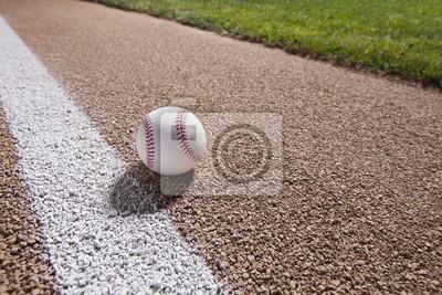 Baseball auf einem Basis-Pfad unter Lichter in der Nacht