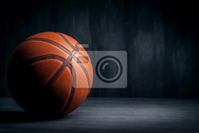 Basketball-Ball auf einem schwarzen Hintergrund