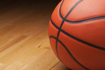 Basketball Schuss schließen bis auf Hartholz-Turnhalle Boden