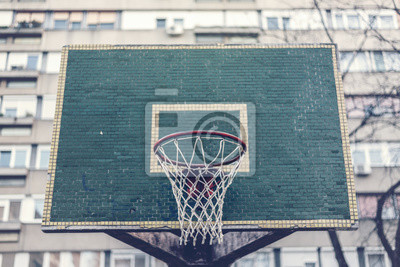 Basketballkorb mit Rückwand in Wohnviertel