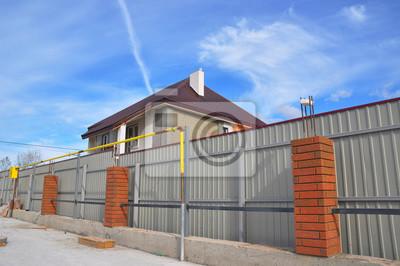 Bauen Sie Ein Metall Und Beton Ziegel Zaun Mit Eisen Bar Framework