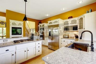 Luxus Küche Zimmer In Leuchtend Gelben Farbe Mit Weißen Schränken,