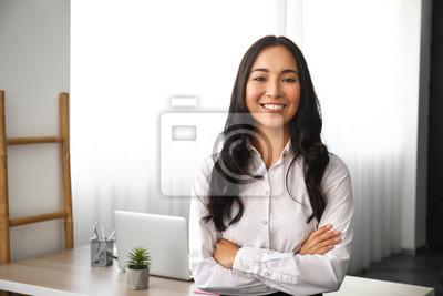 Fototapete Beautiful Asian woman in office