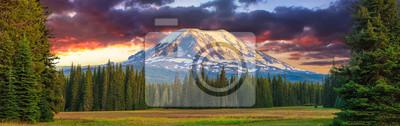 Fototapete Beautiful Colorful Image of Mount Adams