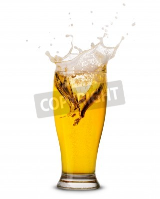 Fototapete Beer splash in glass isolated on white Clipping Path