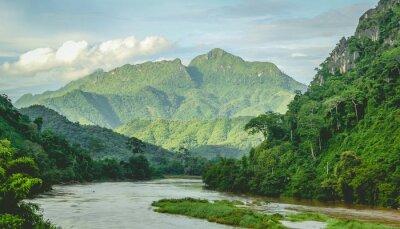 Fototapete Berge Rainforest Fluss Landschaft in Nord-Laos