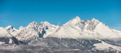 Fototapete Berglandschaft, schneebedeckte hohe Berge und blauer Himmel